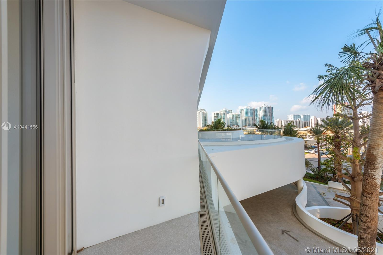 16901 Collins Ave